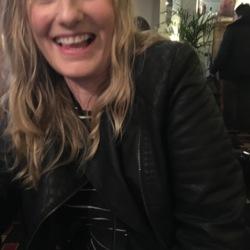 Fiona (42)