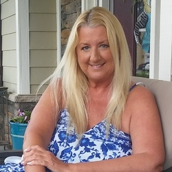 Marine is looking for singles for a date