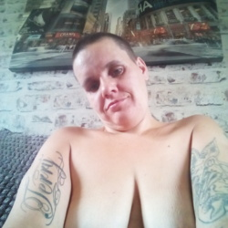 sexting  Emma in Sutton-on-Hull