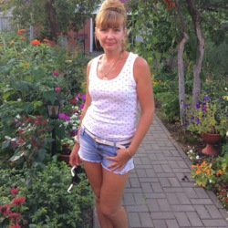 Darya is looking for singles for a date