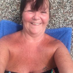 Babs is looking for singles for a date