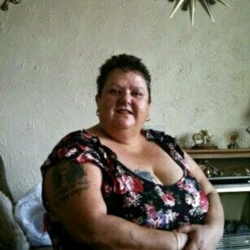 Karon is looking for singles for a date