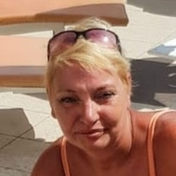 Alimaria is looking for singles for a date