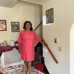 Nenette is looking for singles for a date
