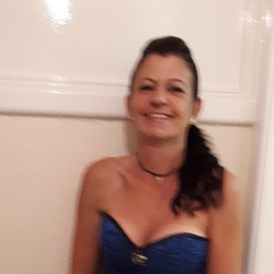 Nicola is looking for singles for a date
