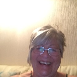 Nona is looking for singles for a date