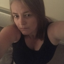 Kirstie is looking for singles for a date