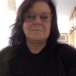 Jacqueline is looking for singles for a date