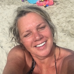 Stace is looking for singles for a date