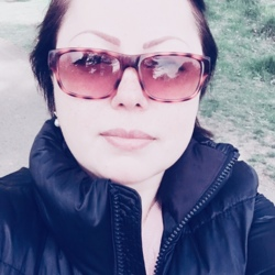 Elena is looking for singles for a date
