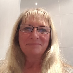 Jo is looking for singles for a date