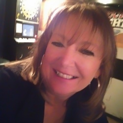 Dennisa is looking for singles for a date