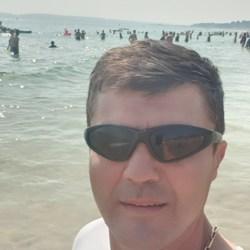 Mihai is looking for singles for a date