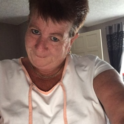 Liz is looking for singles for a date