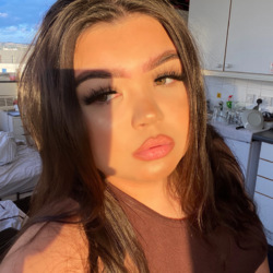 Wiktoria is looking for singles for a date